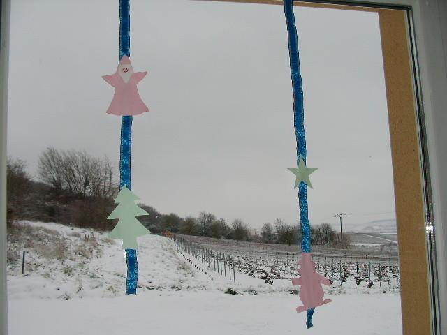 suspension de Noël pour fenêtre : formes en carton collées le long d'un cordon en tissus (de chaque côté)