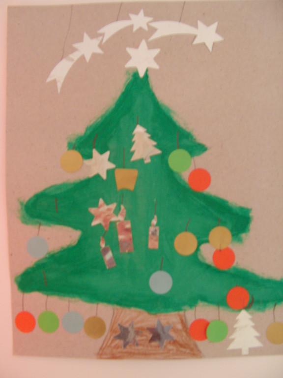 sapin de Noël en peinture et gommettes pour décoration