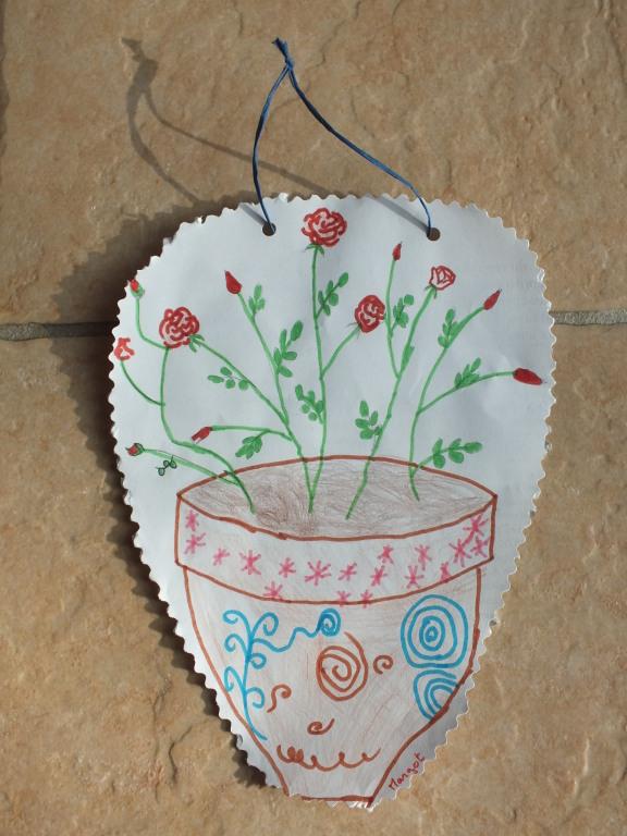 dessin d'un rosier au crayon de papier par adulte, puis par l'enfant contour au feutre et coloriage au crayon de couleur