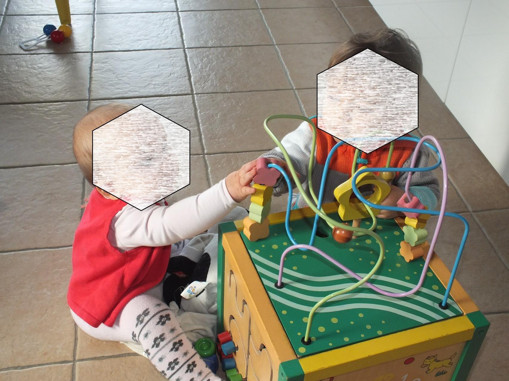 cube multi-activité de motricité fine