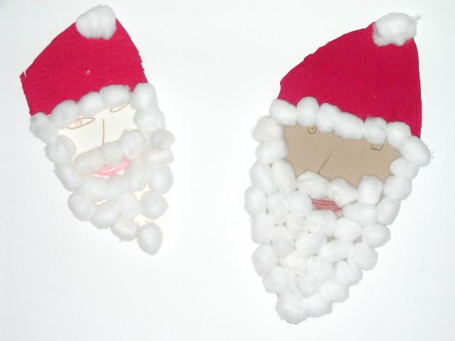 tête du Père Noël en carton avec collage crépon rouge et boules de coton