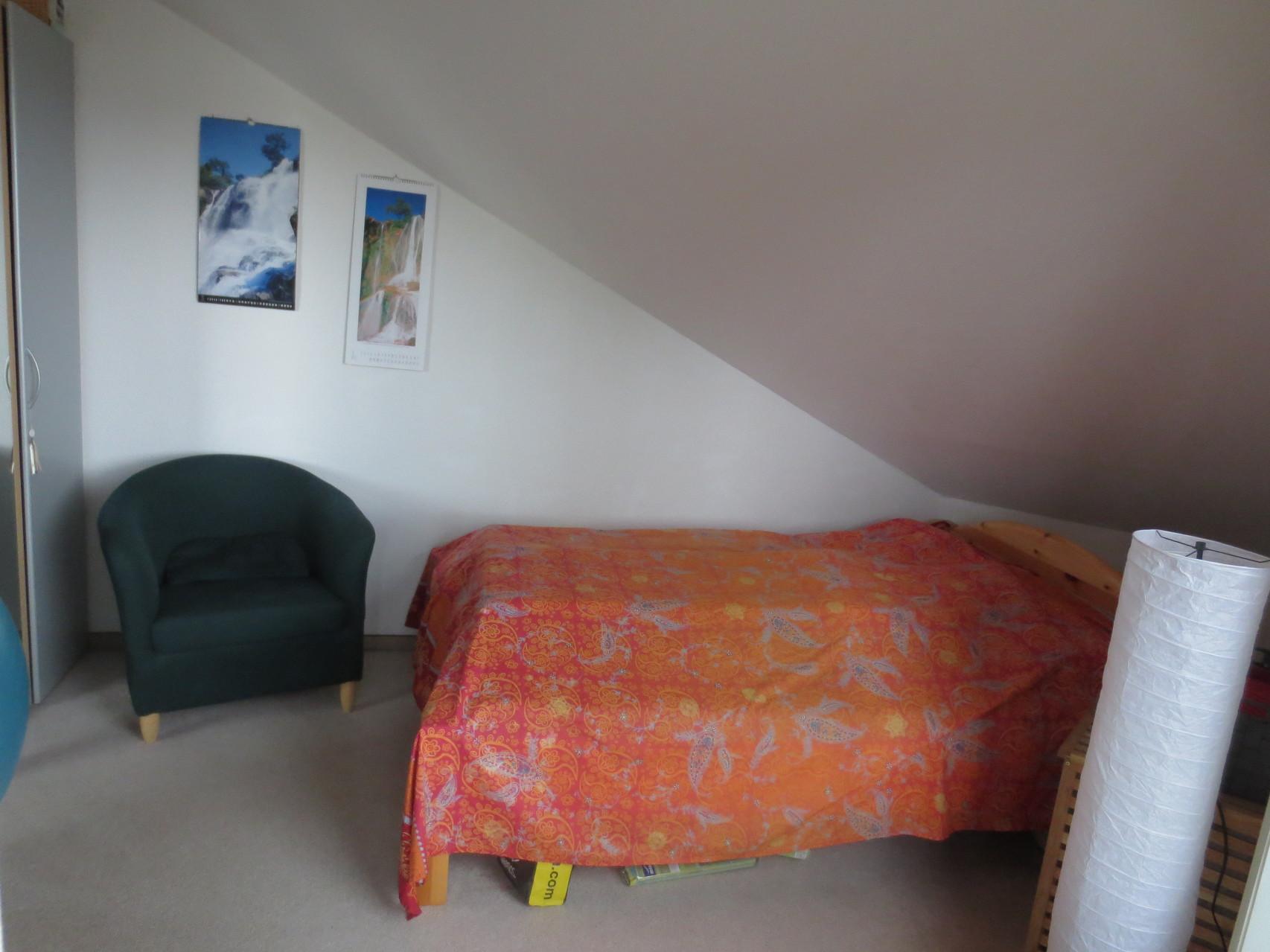 kleines Schlafzimmer der ETW
