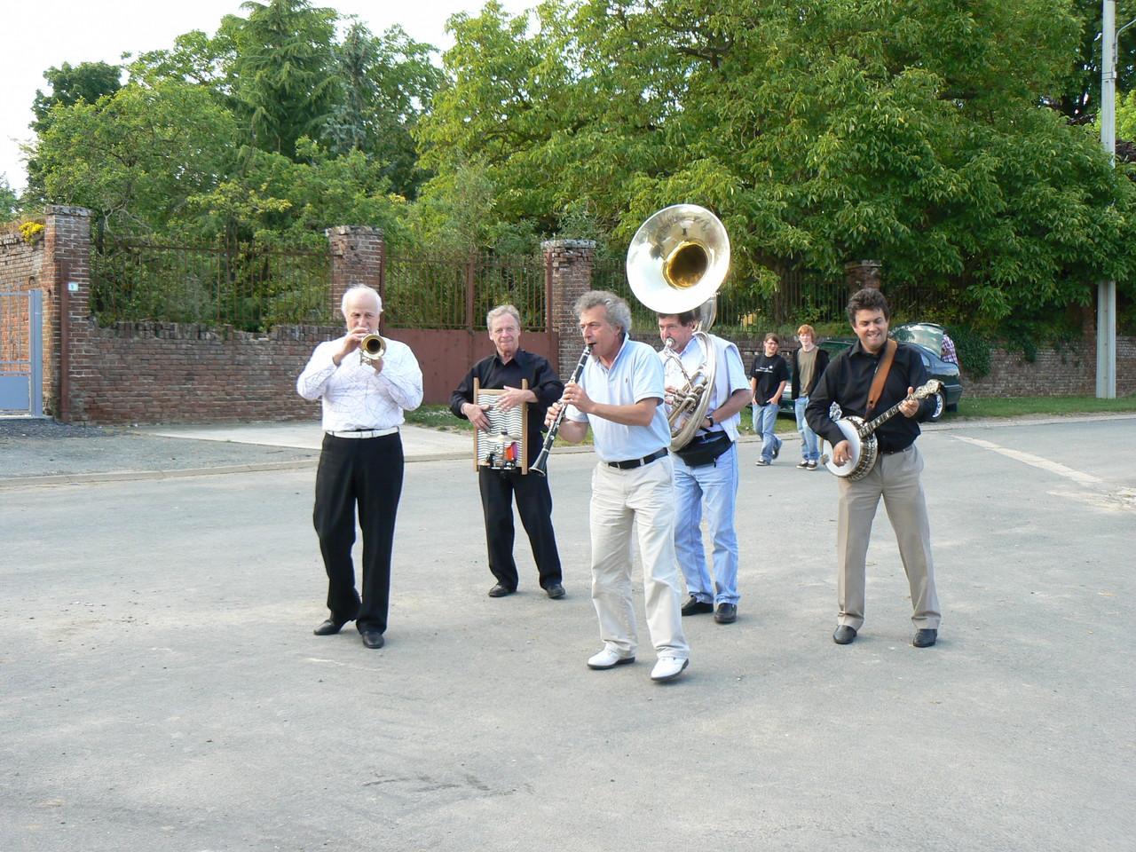 Vendredi 19h15 : Ouverture sous le soleil...avec Hot Swing Orchestra!