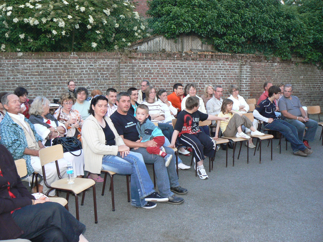 22h dans la cour de l'Ecole : les spectateurs emballés par Spencil Hill, musique irlandaise