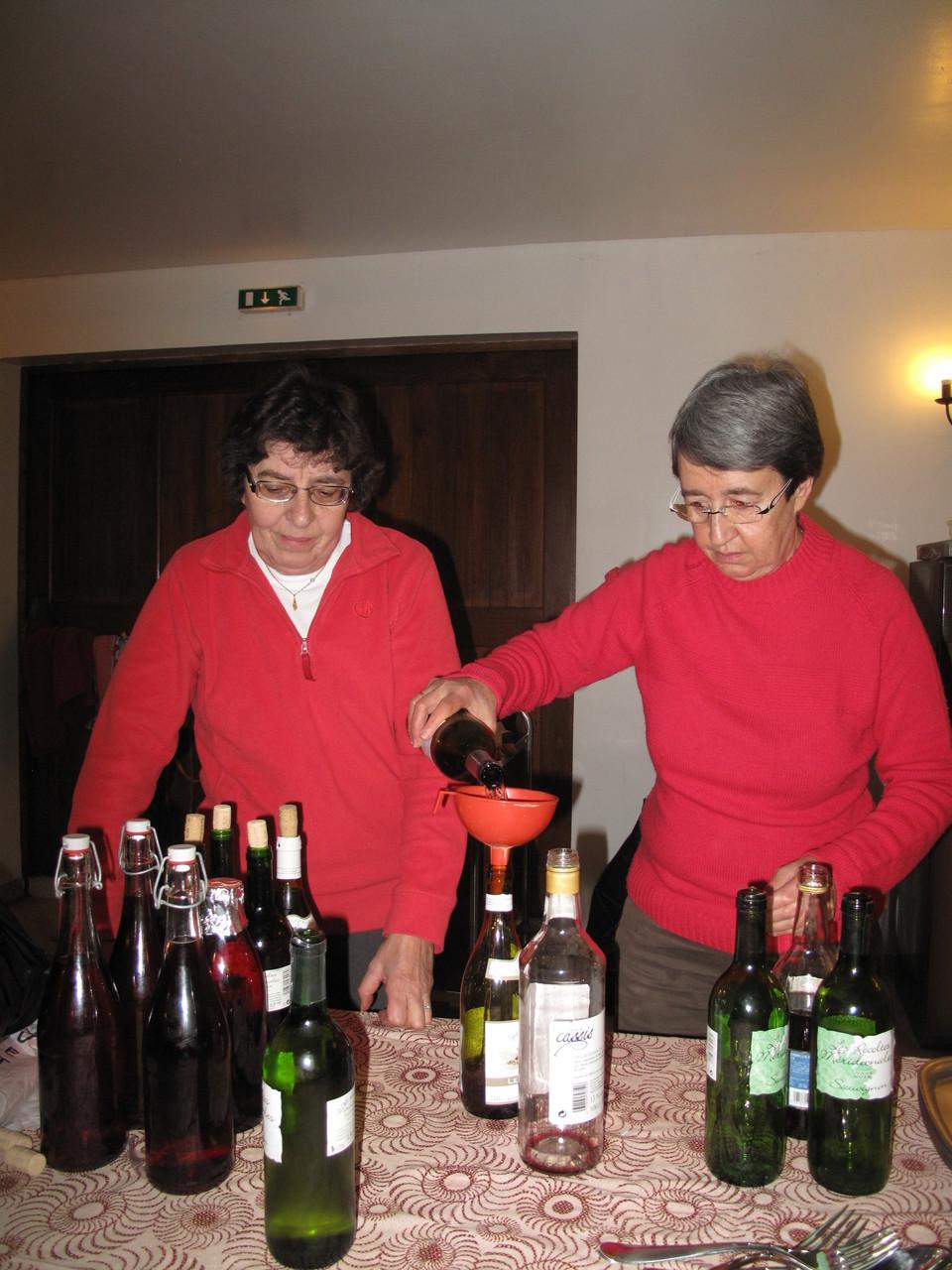 Marcelle et Anne au service!