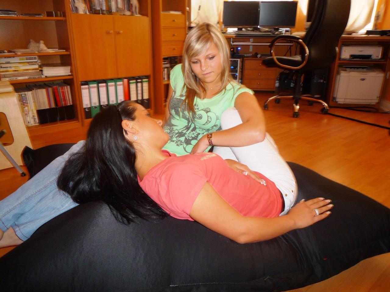 Ina und Olga in Pose