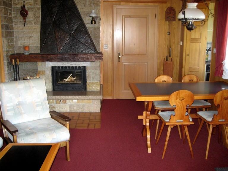 Wohn- und Esszimmer mit Cheminée