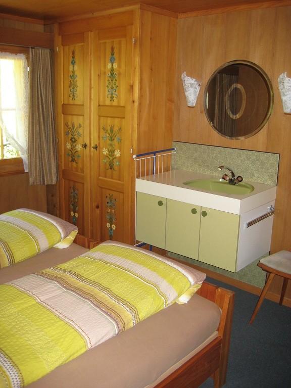 Schlafzimmer 2 mit Lavabo