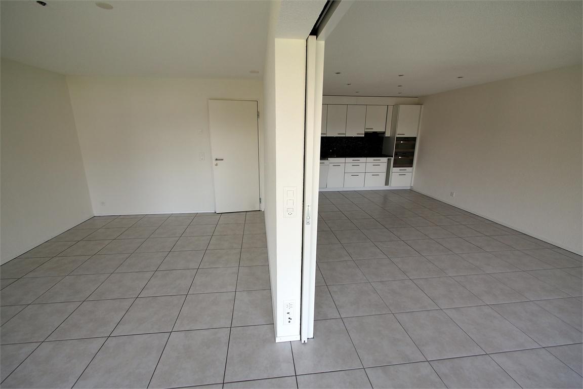 Schlafzimmer mit Schiebewand zu Wohnzimmer