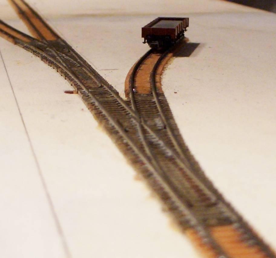 Großaufnahme der Gleise auf Modul 1. Die Vorbildgeometrie der Weichen macht sich ausgezeichnet.