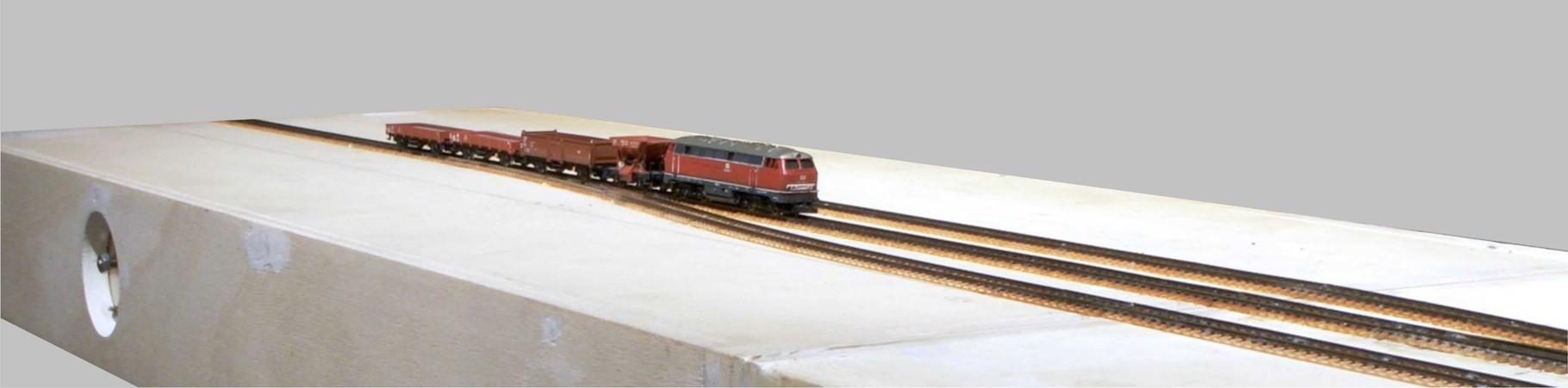 Einfahrender Güterzug auf Gleis 1