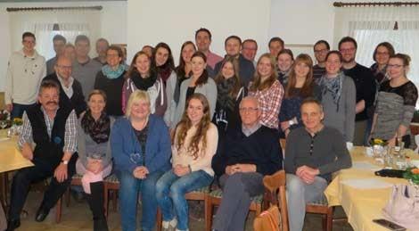 Musikpädagoge Michael Stecher aus Freiburg (u.r.) mit den Seminarteilnehmern der Musikkapelle Eversberg.