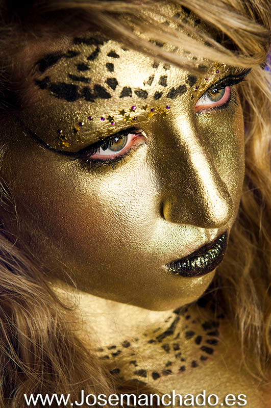 bodypainting golden idol beauty