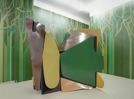 """Tony Orlando's House 2009 235 cm x 245 cm x 185 cm Sperrholz, Tischlerplatte, Kunstharzlack, Acryllack"