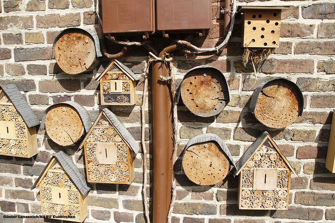 oto: Wer Platz hat, kann eine ganze Mauer mit verschiedenen Nistangeboten für mehrere Arten anlegen. NABU/Günter Lessenich