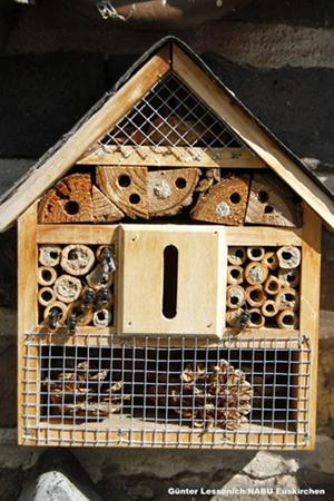 Foto: Ein selbst gebastektes Insektenhotel