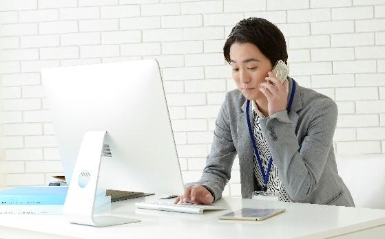 安い料金のホームページ制作会社を探す個人事業主
