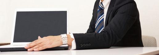 ホームページの専門用語を分る言葉に変えてわかるように説明する営業マン