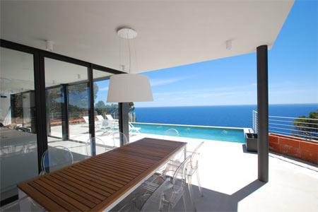 Louer une villa ou une maison avec piscine et en bord de mer sur la Costa Brava. Louer une villa de luxe ou une maison de charme pour de belles vacances sur la Costa Brava en Espagne