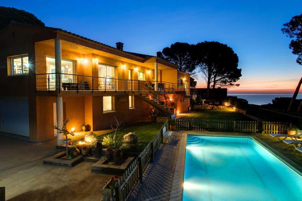 Très belle villa avec piscine sécurisée près de Begur