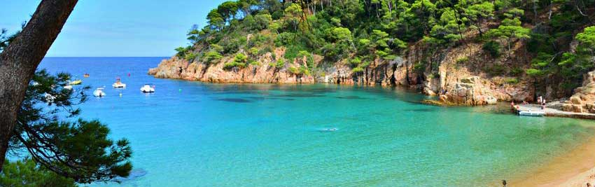 Vacances à Begur, profitez de la beauté de ses paysages, toutes les plages de Begur, découvrez le village de Begur.