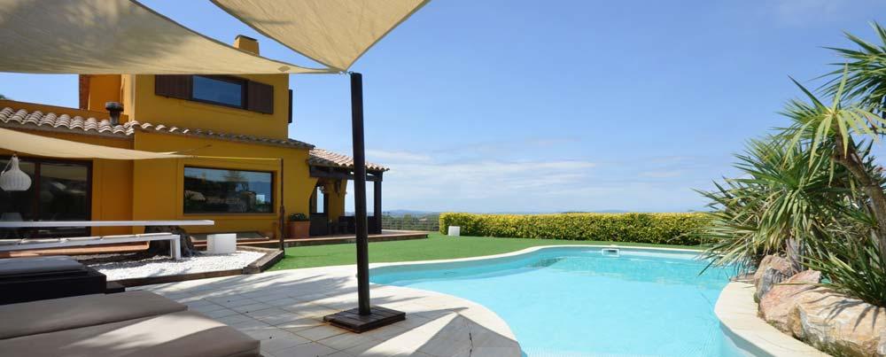 Belle maison avec vue mer et piscine privée à louer pour les vacances proche du centre de Begur et à seulement 2 km de la plage de Sa Riera