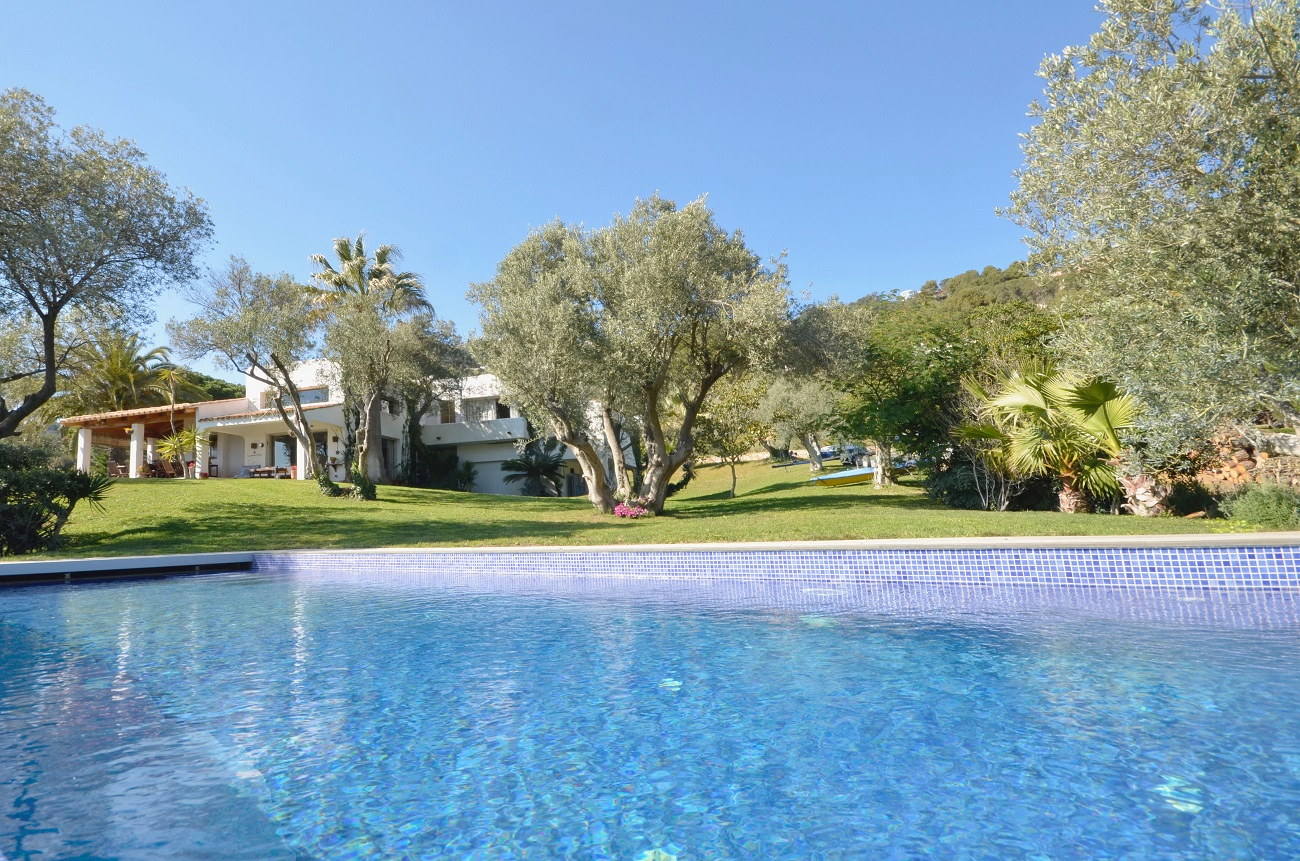 Maison avec piscine,  jardin et vue mer proche Begur