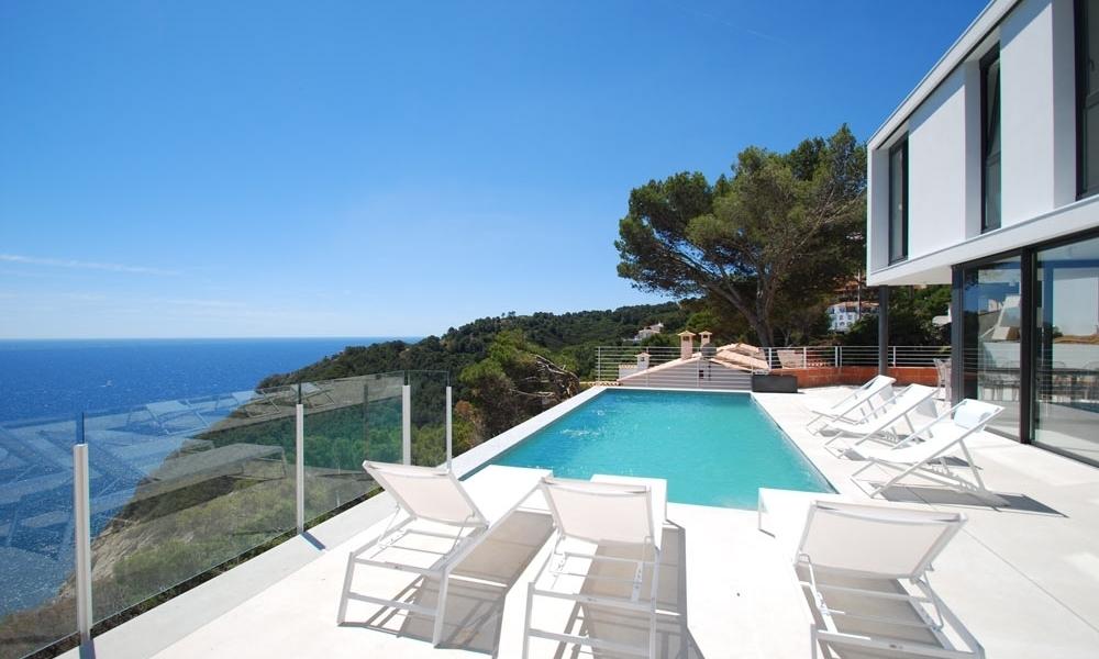 Villa de de luxe, style minimaliste à Begur, Costa Brava