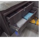 Große Schubladen im Schlafbereich