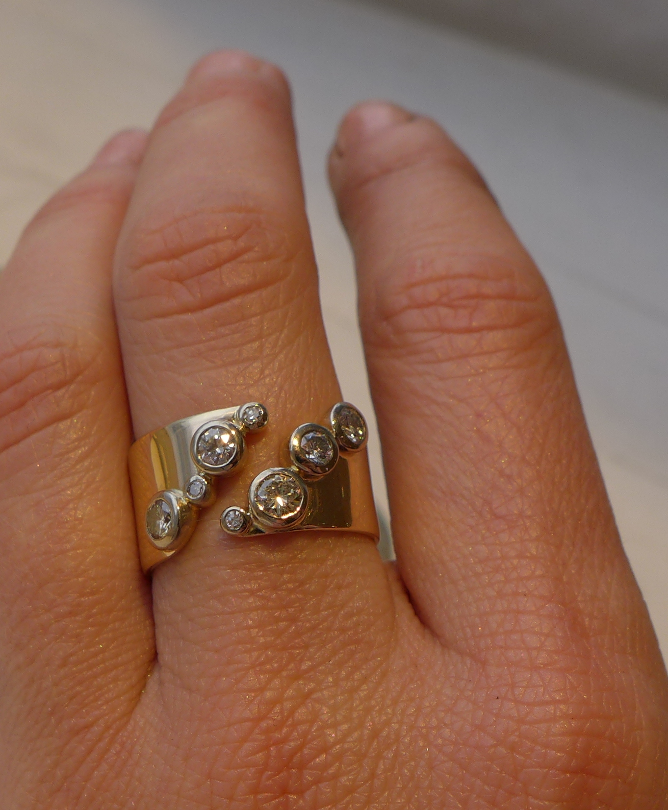 Ring, gold and diamonds