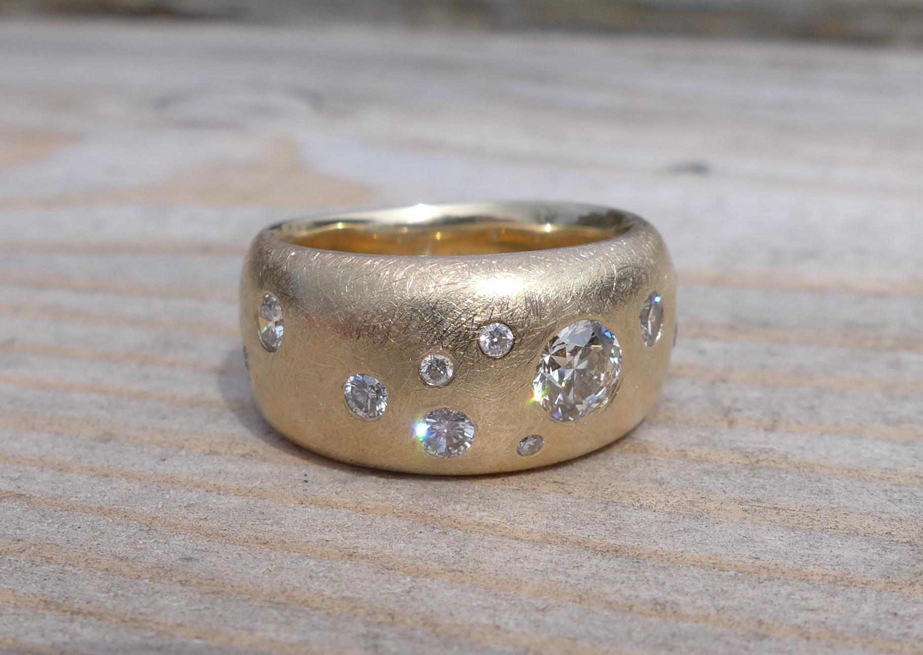 Wedding band, 14k yellow gold, diamonds