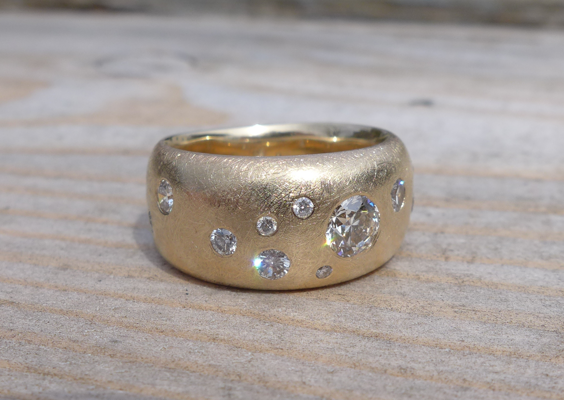 Wedding band, 14k yellow gold, diamonds