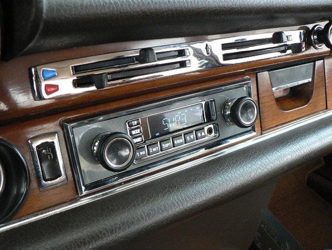 Retrosound radio mit Becker Nadelstreifenblende  nur ein Beispiel auch für VW -  Porsche  - und andere Auto s Lieferbar