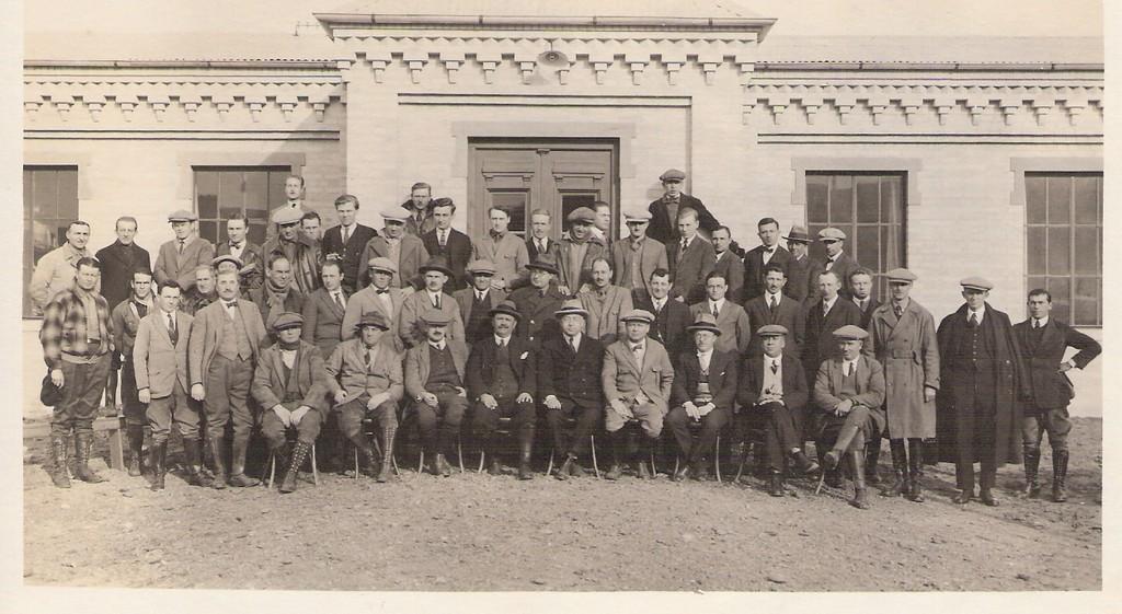 AÑO 1924: Los empleados de la Empresa Shell en aquellos años