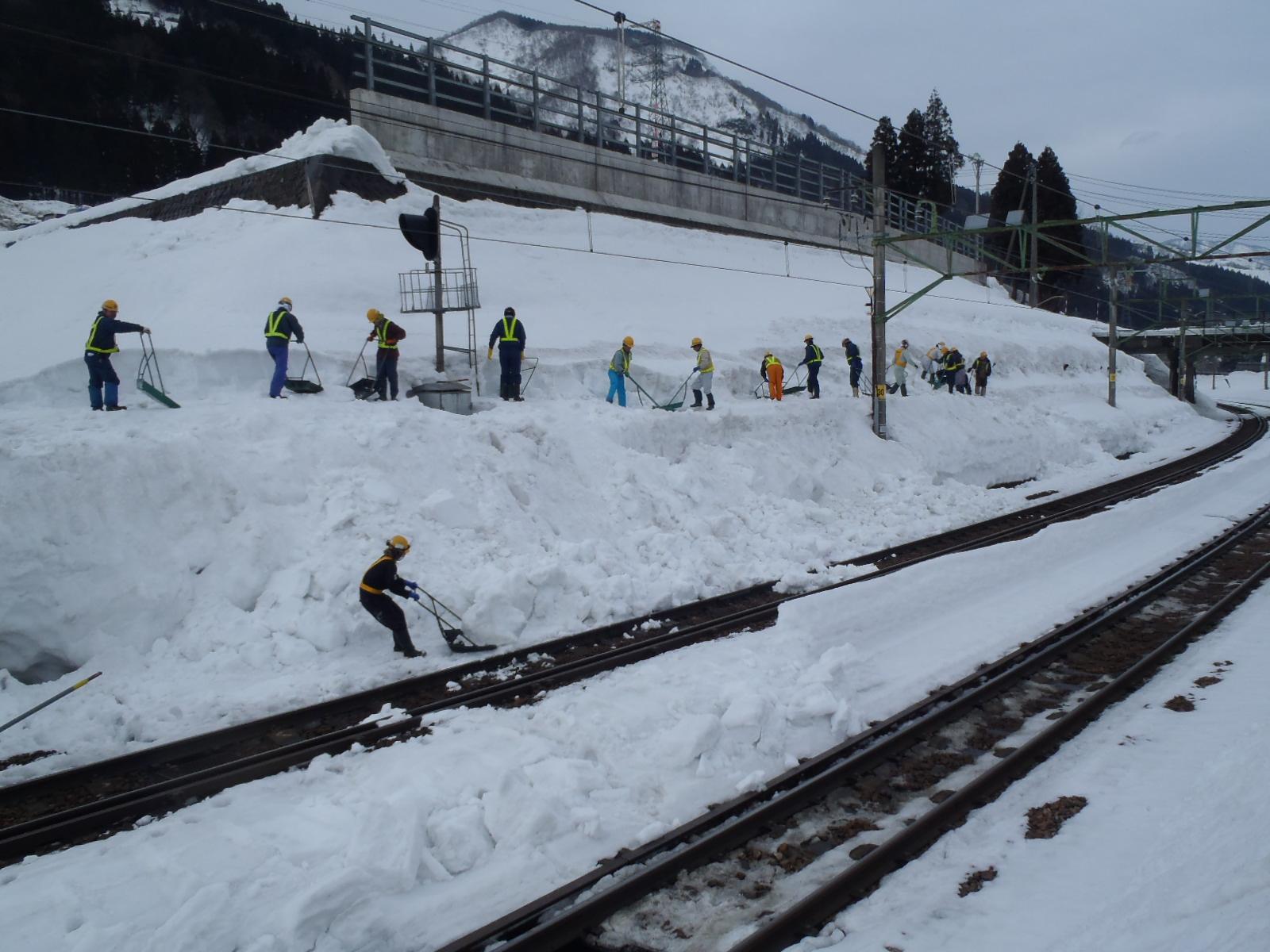 線路除雪(人力)