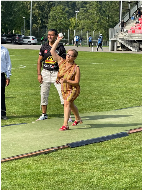 City President Maria Pappa tried her hand at cricket. (Photo: PD)
