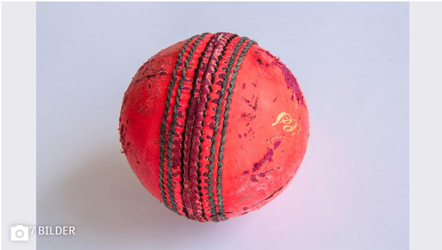 The hard leather cricket ball weighs between 155 and 165 grams and has a circumference of around 22 cm. Professionals can bowl at speeds of 150 kilometres per hour. (Image: Ralph Ribi)