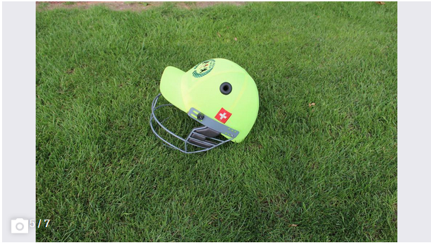 A helmet with a grid protects the face. (Image: Tim Frei)