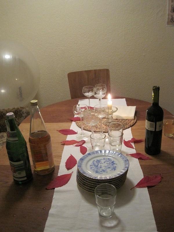 本日はシュテファン夫妻と、お箏を貸してくださった彩子さんを招いて夜お食事。ナイス演出です。