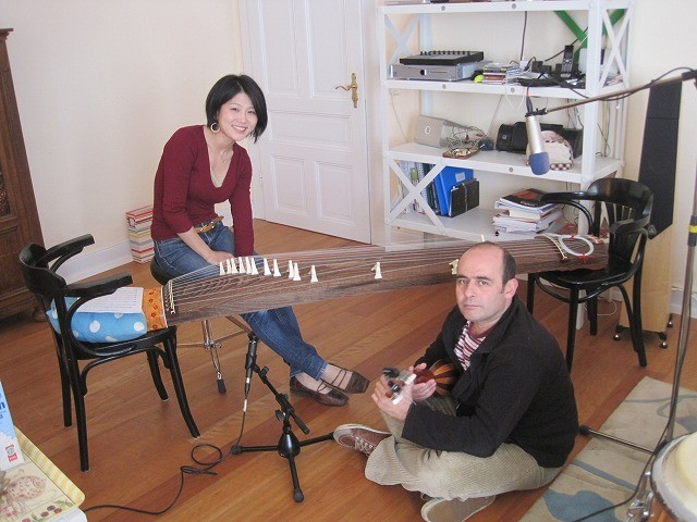 記念写真。立奏台も、彩子さんに借りたもの。反響版はないけど、便利です!!
