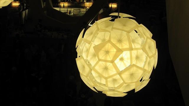 5角形のホールと同じ、5角形のライト。サッカーが好きな人が作ったんかなぁ