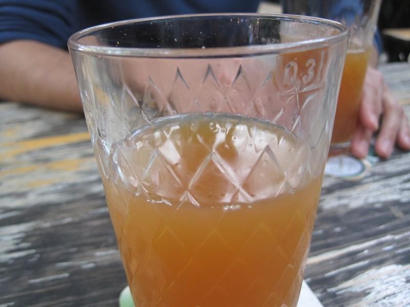 このリンゴジュース、すごく濃厚で美味でした。