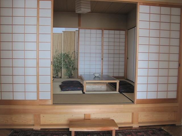 これがびっくりする写真。お家に和室があるんです。ぶんだばー(すばらしい)