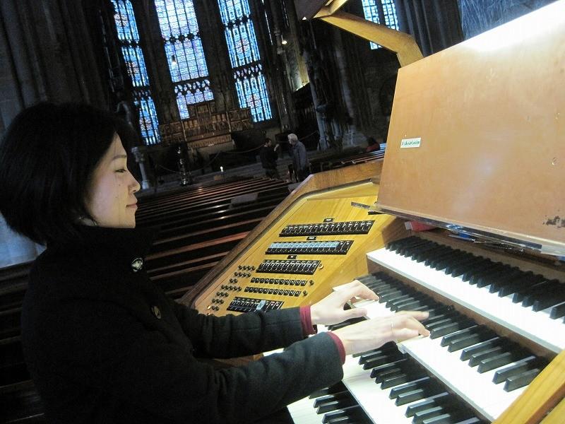 私も弾かせてもらえることに~!モーツァルトのアベベルムコルブスを弾きました。