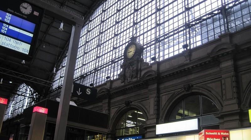 翌朝、フランクフルトの駅にて。カッセルへゴー