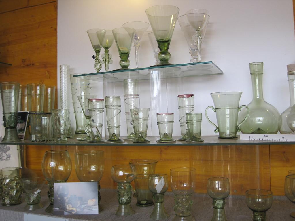 セカンドジョブとして、伝統的なグラスも製作しているシュテファンさん。