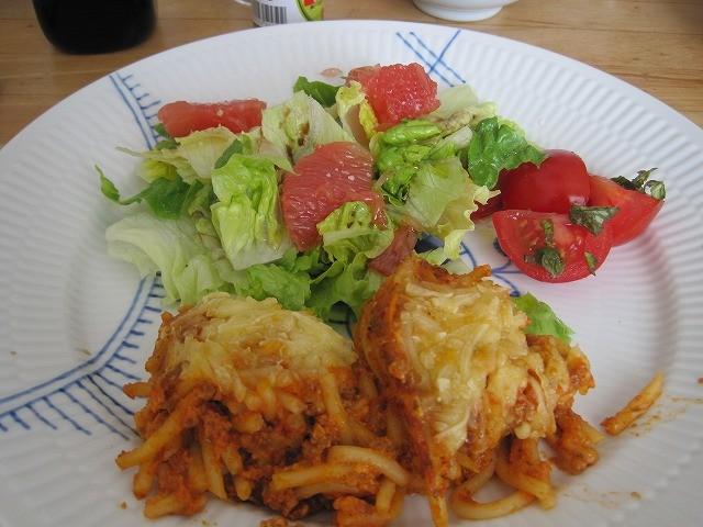 カンマーフィルの皆さんと初めて訪れたときに泊めてくださったホストファミリーが招待してくれたので、一泊二日でベルリンへ遊びに行きました。ボリビア出身の奥さま、アンバーの手料理。