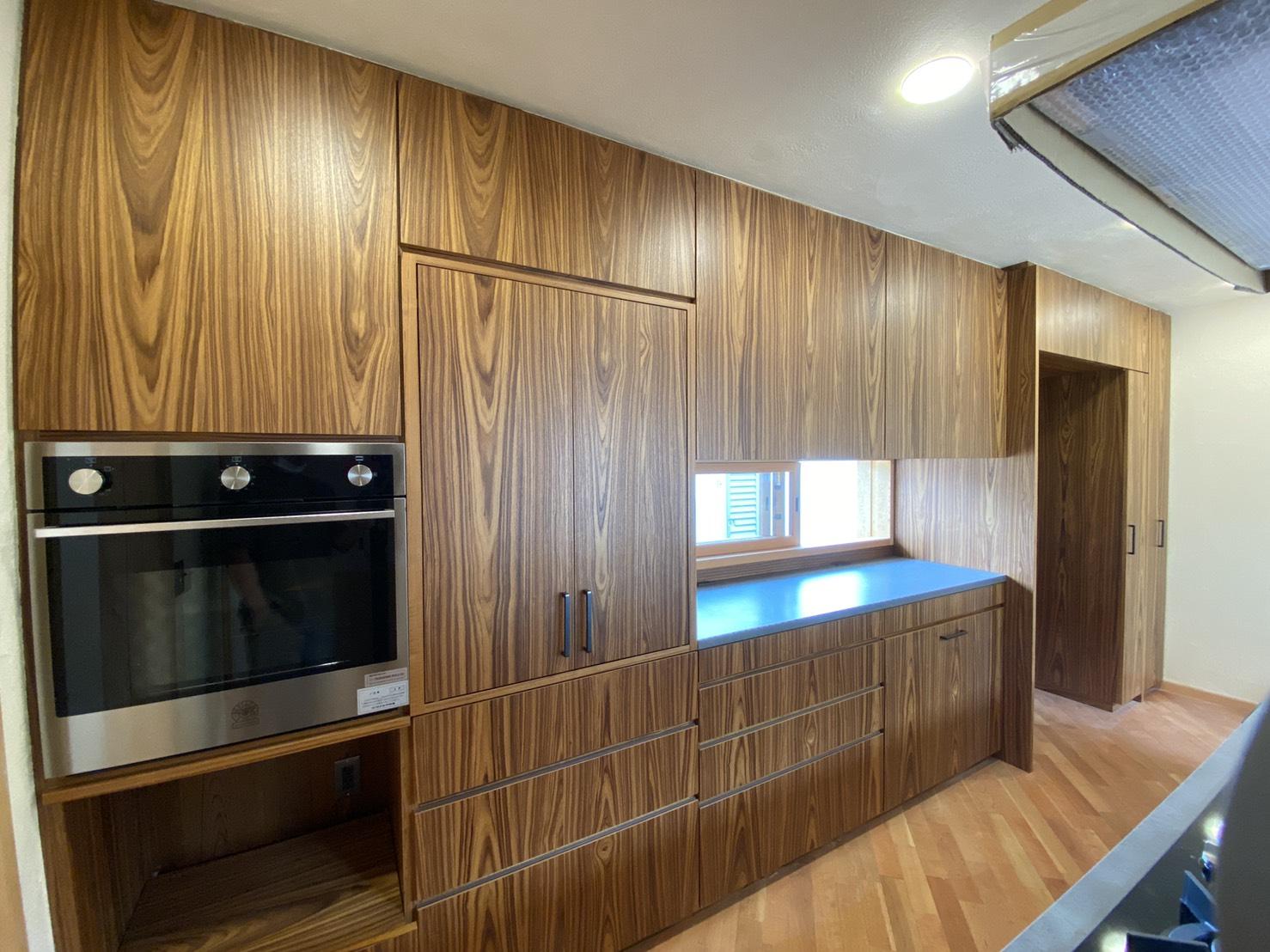 チークの大容量のキッチン収納