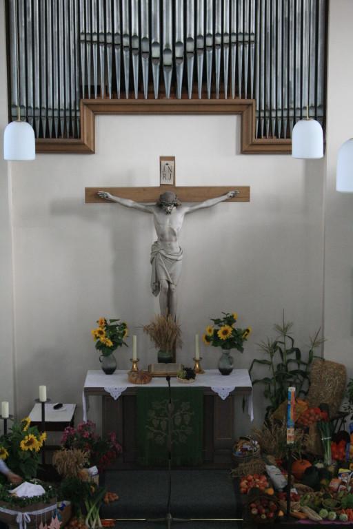 Das Kruzifix und der Altar