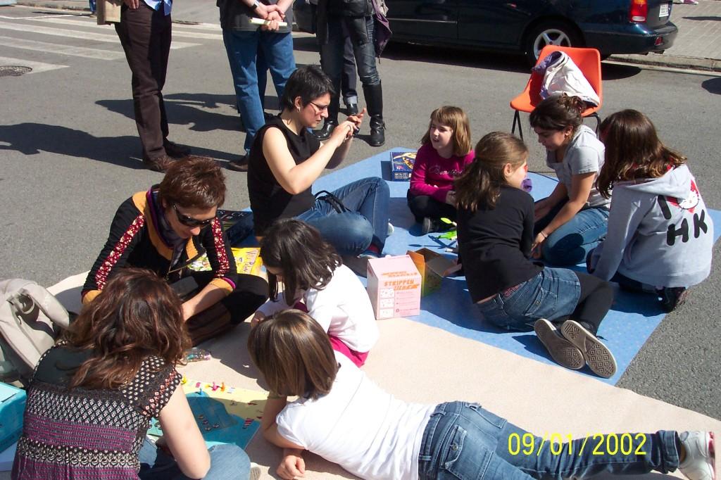 Nens fent activitats a la plaça del Congrés el dissabte dia 10.